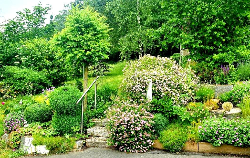 Dieser wunderschöne Garten lädt ein sich wie zu Hause zu fühlen und sorgt für pure Entspannung.