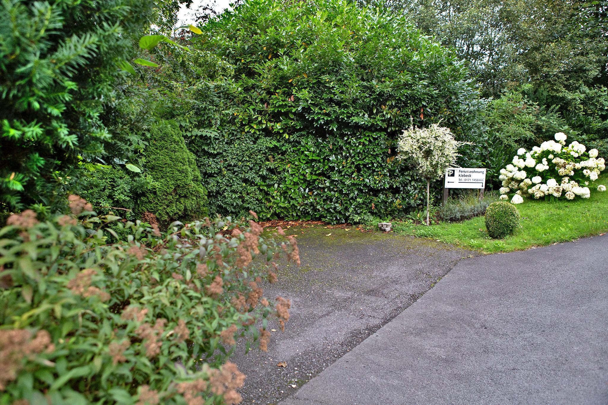 Der Gästeparkplatz für 2 PKWs